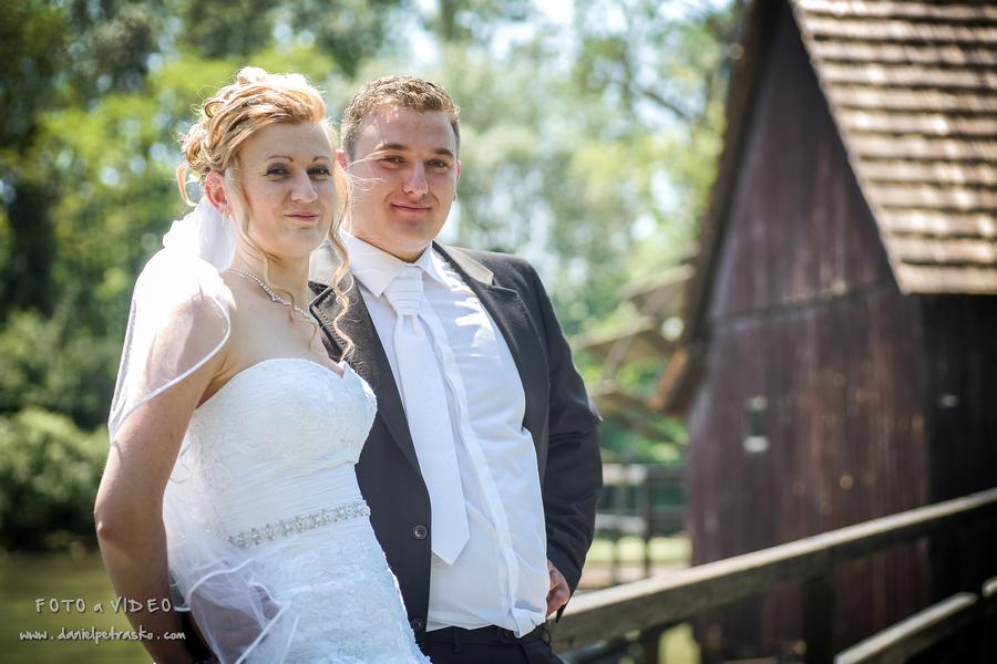 26cf313cb ... Fotograf a kameraman na svadbu a stužkovú v okolí Bytče ...